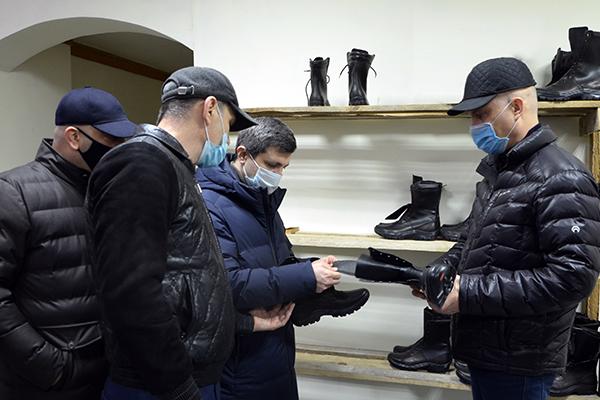 Врио министра промышленности и торговли Республики Дагестан Низам Халилов посетил производственный сектор исправительной колонии № 2