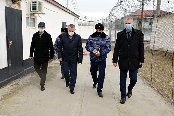 Начальник ГОУ ФСИН России генерал-лейтенант внутренней службы Евгений Гнедов посетил с рабочим визитом исправительные учреждения УИС Дагестана