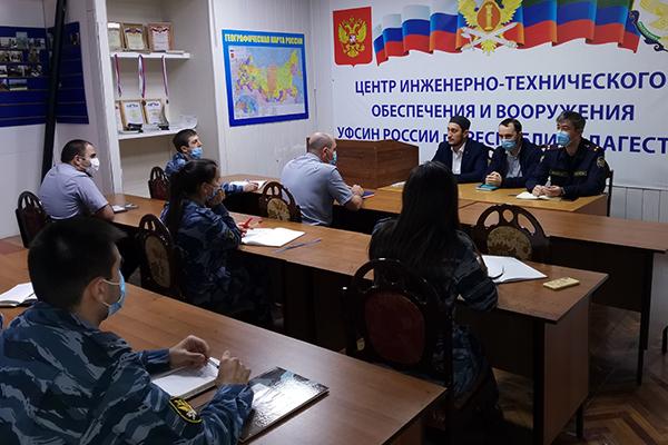 В Центре инженерно - технического обеспечения и вооружения УФСИН прошла встреча сотрудников с богословами